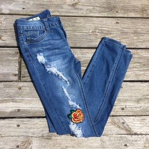 3/$30🌻 ripped skinny jeans w rose patch